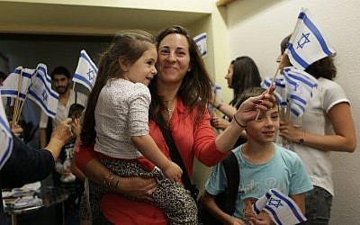 Jewish immigrants from France arrive in Tel Aviv, July 28, 2015. (Jewish Agency for Israel/Zed Films)