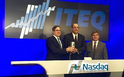 (L to R) Ido Aharoni, Steven Schoenfeld, and Nasdaq Executive VP Salil Donde ring the open bell December 3, 2015 (Courtesy)