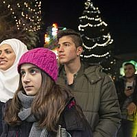 Illustrative: Syrian refugees Reem Habashieh, Raghad Habashieh, Yaman Habashieh and Mohammed Habashieh, from left to right, visit the Christmas market in Zwickau, eastern Germany on  Tuesday, Dec. 8, 2015. (AP Photo/Jens Meyer)