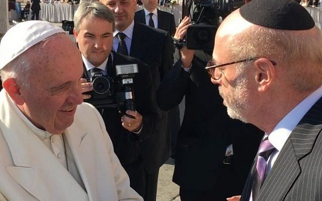 Elly Kleinman, founder and president of the Kleinman Holocaust Education Center, meets with Pope Francis (courtesy)