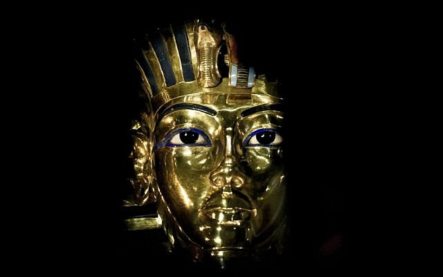 The gold mask of King Tutankhamun on display in the Egyptian Museum in Cairo, December 16, 2015. (AP/Nariman El-Mofty)