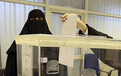 Saudi women vote at a polling center during the municipal elections, Riyadh, Saudi Arabia, December 12, 2015. (AP/Aya Batrawy)