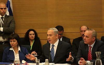 Benjamin Netanyahu, center, and Yuval Steinitz, right, at the Knesset Economic Affairs Committee meeting on December 8, 2015. (Knesset Spokesperson)