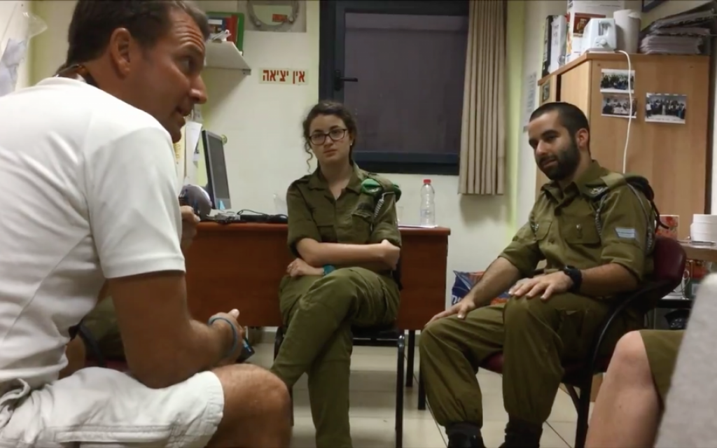Michael Ganoe, head of the 'Hershey's for Heroes' organization speaks to a group of IDF soldiers on their base on August 25, 2015. (Screen capture)