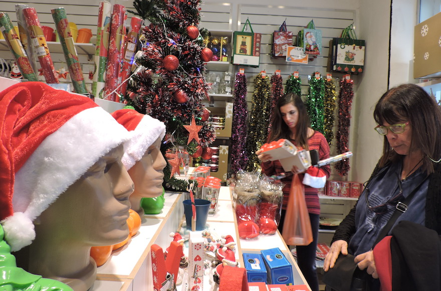 Russian-Israelis embrace tinsel, trees and Santa Claus — but don\'t ...