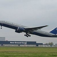 Illustrative: A United Airlines Boeing 777 taking off, October 16, 2004. (Wikipedia/Solitude/CC BY-SA 2.0)