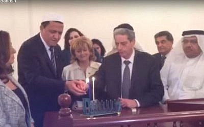 Rabbi Moshe Levin lights Hanukkah candles in Bahrain with French Imam Hassan Chalghoumi, on December 8 2015. (Screen capture YouTube)