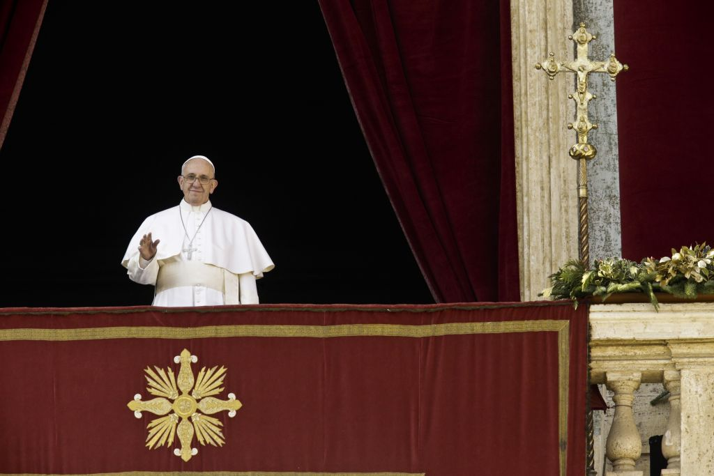 "Pope Francis delivers his ""Urbi et Orbi"" (to the city and to the world) blessing from the central balcony of St. Peter's Basilica at the Vatican, Friday, Dec. 25, 2015. (AP/Gregorio Borgia)"