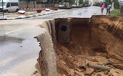 An Ashkelon street collapses under the weight of a massive rainstorm in November. Photo: Police spokesman's department