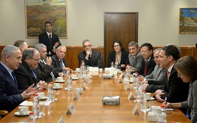 Dani Dayan, next to PM Netanyahu, meeting a delegation of eight Brazilian parliamentarians, November 2015 (GPO)