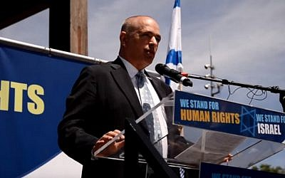 Israeli Ambassador to Switzerland Yigal Caspi speaks at a pro-Israel rally in Geneva in July 2015, during the conflict with Hamas in Gaza. (screen capture: YouTube)