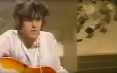 Scottish singer Donovan  performing his hit song 'Hurdy Gurdy Man' in 1968. (Screen capture: YouTube)