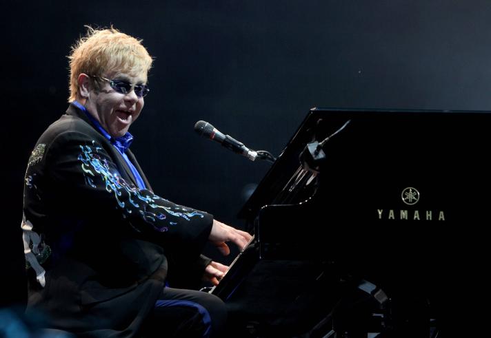 File: British singer and musician Sir Elton John performs in a venue near Tel Aviv, on June 17, 2010. (Flash90)