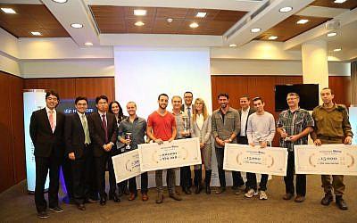 Participants, judges, and company executives at the finals of the Hyundai Connected Car Hackathon, November 17, 2015 (Sivan Faraj)