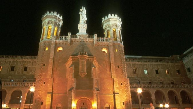 Notre Dame at night (Shmuel Bar-Am)