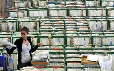 A postal worker stands in the selection hall at a post office in Tel Aviv February, 22, 2010. (Yossi Zeliger/Flash 90)