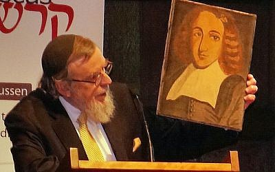 Dutch Portuguese Rabbi Nathan Lopes Cardozo arguing for the lifting of the ban on Baruch Spinoza, December 6, 2015. (Cnaan Liphshiz/JTA)
