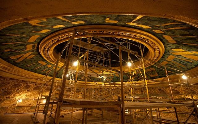 Restoration of Wilshire Boulevard Temple's dome. (Dave Bullock)
