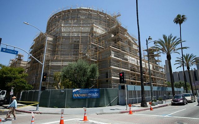 Exterior of Wilshire Boulevard Temple during restoration. (Dave Bullock)
