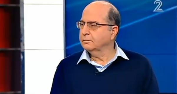 Defense Minister Moshe Ya'alon speaks on Channel 2's 'Meet the Press' program, December 26, 2015 (screen capture)