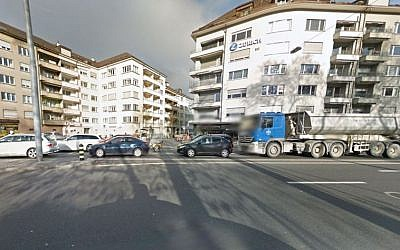 The area around a Jewish school in Zurich cordoned off by police due to a security threat on December 17, 2015. (Screen capture: Google Street View)