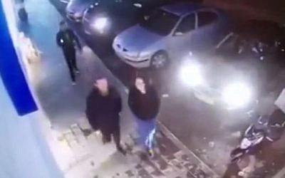 Assailant immediately before he stabbed Menachem Mendel Rivkin in Givat Ze'ev on January 27, 2016 (Channel 10 screenshot)