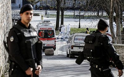 Turkish police stand guard next to ambulances as they block access to the Blue Mosque area after a suicide bombing in Istanbul's tourist hub of Sultanahmet on January 12, 2016, in which 10 German tourists were killed. (AFP/Bulent Kilic)