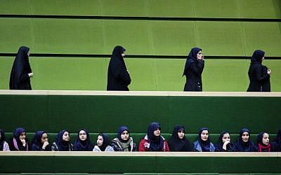 Iranian school-girls attend President Hassan Rouhani's speech to parliament before presenting the proposed annual budget in the capital Tehran, on January 17, 2016. (AFP / ATTA KENARE)