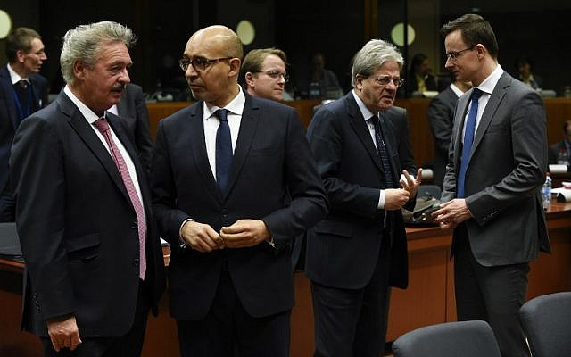 Luxemburger Foreign Minister Jean Asselborn (left) talks with French Secretary of State of European Affairs Harlem Desir (2nd right), Italian Foreign Affairs Minister Paolo Gentiloni and Hungarian Foreign Minister Peter Szijjarto during an EU Foreign Affairs Council meeting in Brussels, Belgium, on January 18, 2015. (AFP/John Thys)