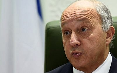 French Foreign Minister Laurent Fabius speaks during a press conference following a meeting with his Saudi counterpart at the Saudi Foreign Ministry on January 19, 2016 in the capital Riyadh. (AFP / Fayez Nureldine)