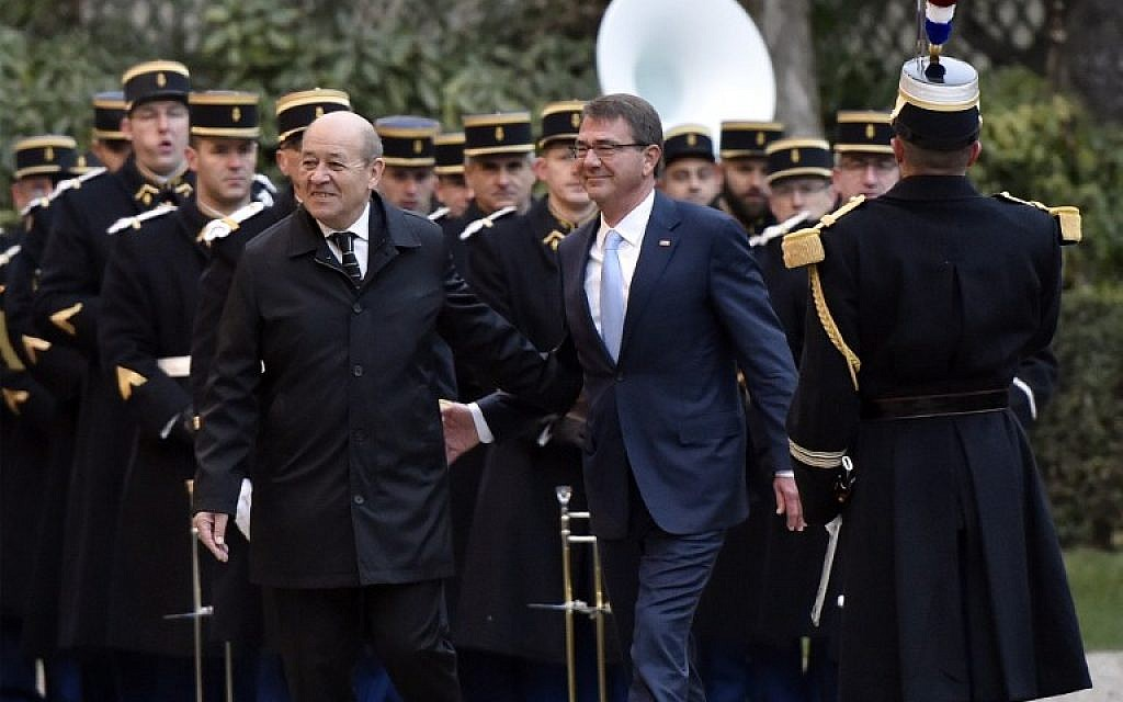 French Defense minister Jean-Yves Le Drian, left, welcomes US defense secretary Ashton Carter before a meeting with their British, Dutch, Australian, Italian and German counterparts to discuss the fight against the Islamic State group, on January 20, 2016, in Paris. (AFP/ALAIN JOCARD)