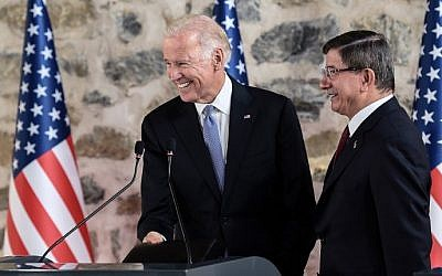 US Vice-President Joe Biden (L) smiles during a press conference with Turkish Prime Minister Ahmet Davutoglu (R) after their round table meeting on January 23, 2016 in Istanbul (Ozan Kose/AFP)