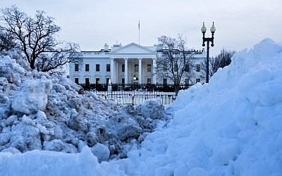 Snow is seen piled in front of the White House as crews clear the area after a snowstorm January 25, 2016 in Washington, DC. (Brendan Smialowski/AFP)