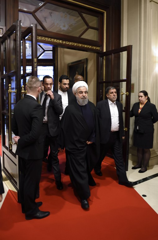 Iranian President Hassan Rouhani arrives at his hotel in Paris on January 27, 2016 for the start of his two-day official visit to France. (AFP / ERIC FEFERBERG)