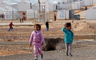 Young Syrian refugees stand at the Azraq refugee camp in northern Jordan on January 30, 2016. (Khalil Mazraawi/AFP)