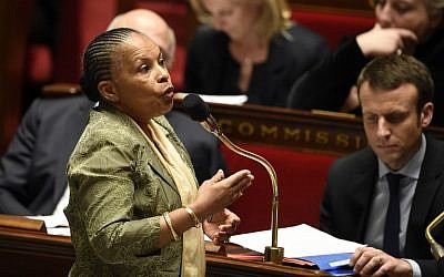 French Justice minister Christiane Taubira addresses a session of questions to the government at the French National Assembly in Paris, January 20, 2016. (AFP/ERIC FEFERBERG)