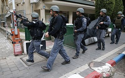 Israeli security forces patrol the area of an attack by a gunman, who opened fire at a pub in central Tel Aviv killing two people and wounding seven others on January 1, 2016. (AFP PHOTO/JACK GUEZ)
