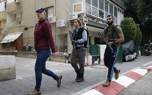 Members of the Israeli security forces patrol the area following an attack by an unidentified gunman, who opened fire at a pub in central Tel Aviv, killing two people and wounding five others on January 1, 2016. (AFP PHOTO/JACK GUEZ)