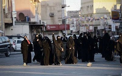 Bahraini women shout slogan during clashes with riot police following a protest against the execution of prominent Shiite Muslim cleric Nimr al-Nimr by Saudi authorities, in the village of Daih, west of the capital Manama on January 4, 2016.  (AFP/MOHAMMED AL-SHAIKH)