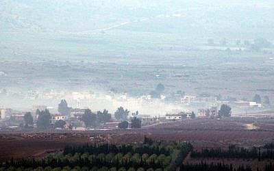 Smoke billowing from buildings in the southern area of Wazzani river on the Lebanese-Israeli border, following Israeli artillery fire on January 4, 2016. (AFP PHOTO / ALI DIA)