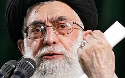 Iran's supreme leader Ayatollah Ali Khamenei delivering a speech, June 4, 2007. (AFP/ATTA KENARE)