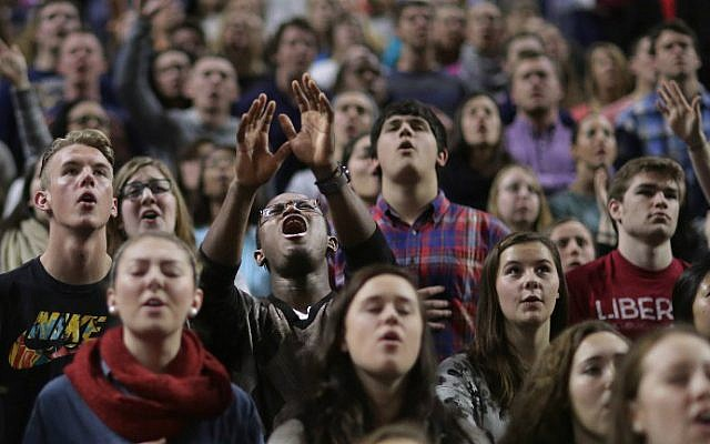 Thousands of students, supporters and invited guests sing songs of Christian praise before Republican presidential candidate Donald Trump delivers the convocation in the Vines Center on the campus of Liberty University, January 18, 2016 in Lynchburg, Virginia. (Chip Somodevilla/Getty Images/AFP)