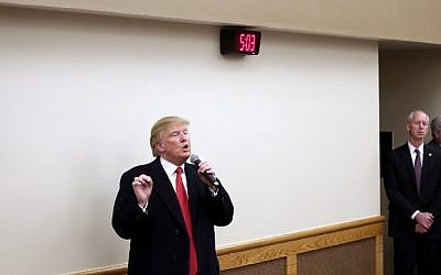Republican presidential candidate Donald Trump speaks during a campaign event in Pella, Iowa, January 23, 2016 . (Joshua  Lott/Getty Images/AFP)