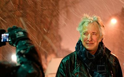 Alan Rickman snapped in a photo by a fan (Courtesy Marie-Lan Nguyen / Wikimedia Commons)