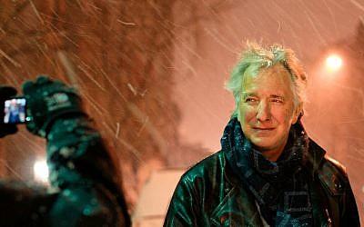 Alan Rickman snapped in a photo by a fan (Courtesy Marie-Lan Nguyen/Wikimedia Commons)