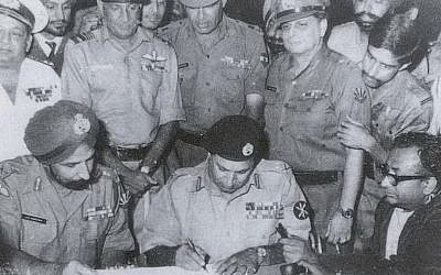 Maj Gen Jack Jacob (3rd from right) at the signing of the Instrument of Surrender between India and Pakistan, 1971. (Arr4/Wikipedia CC BY)