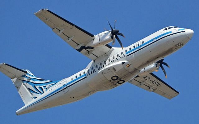 An ATR plane bought by Air Botswana departing O.R. Tambo International Airport, Johannesburg, South Africa, on September 16, 2014. (Alan Wilson/Wikipedia/CC BY-SA 2.0)