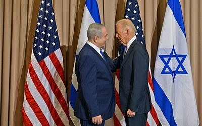 Prime Minister Benjamin Netanyahu, left and US Vice President Joe Biden meeting in Davos, Switzerland, on January 21, 2015. (Haim Zach/GPO)