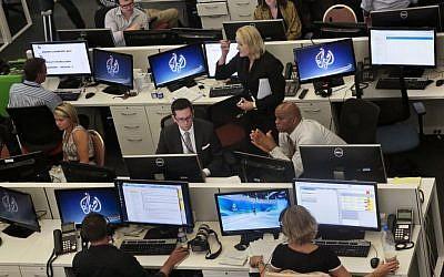 Al Jazeera America editorial newsroom staff preparing for their first broadcast in New York, August 20, 2013. (AP/Bebeto Matthews, File)