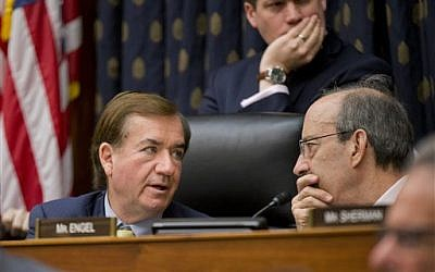 House Foreign Affairs Committee Chairman Rep. Ed Royce (R-CA, left), talks with the committee's ranking member Rep. Eliot Engel (D-NY) on Capitol Hill in Washington, DC, January 7, 2016. (AP/Manuel Balce Ceneta, File)